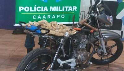 Polícia apreende maconha e haxixe em fundo falso de motocicleta em MS