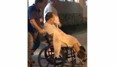 Tony Ramos deixa hospital em Búzios na cadeira de rodas após gastroenterite