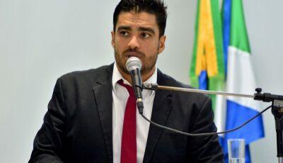 Vereador volta a cobrar prefeitura sobre ponto ônibus para universitários em Fátima do Sul