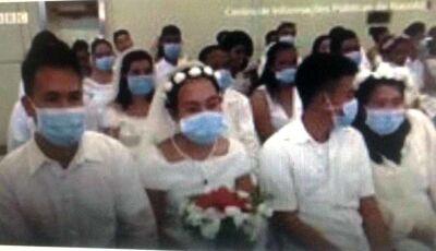 Coronavírus: noivos nas Filipinas se casam usando máscaras