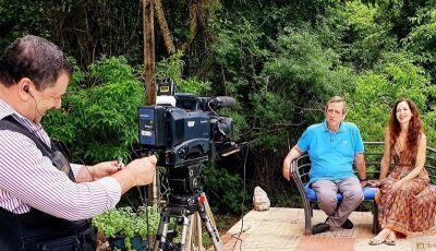 Ingra Lyberato de Ana Raio e Zé Trovão em entrevista exclusiva para o Prosa & Segredos deste mês