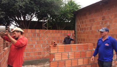 Nova Andradina - Pastoral Social constrói casa para família carente na Vila Santo Antônio