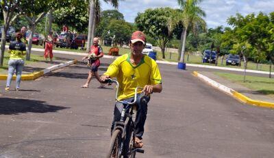 Com bicicleta comum, seu Moacir percorreu 50 Km e foi homenageado no Pedal Quebrado MTB em Jateí