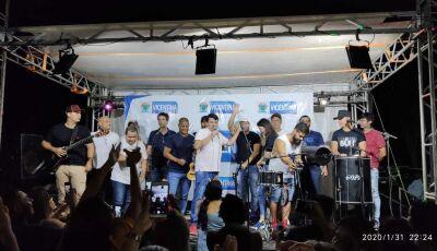 ASSISTA: Feira Livre teve Marcelinho Carioca no 'cavaco' e prefeito cantando Raça Negra em Vicentina