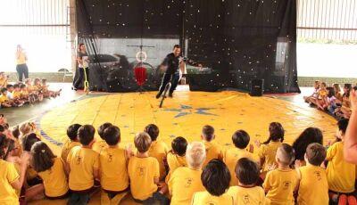 Escola Reino do Saber leva alunos a desfrutar da cultura circense em Fátima do Sul