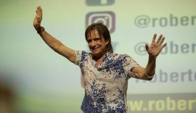 Roberto Carlos reprova roteiro de Glória Perez, atraza produção e procura ator para filme