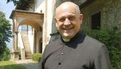 Morre padre italiano que cedeu respirador a paciente mais jovem