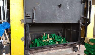 Polícia Civil incinera 1 tonelada de maconha em Glória de Dourados