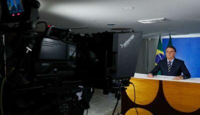 Em meio à pandemia, Bolsonaro critica quarentena e quer que crianças de volta à escola
