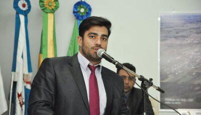 Diego pede a Rose Modesto aparelhos de ar condicionado e computadores para o CAIC em Fátima do Sul