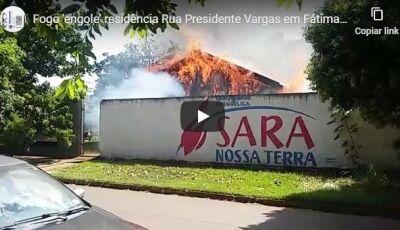 VÍDEO: Fogo 'engole' residência na Rua Presidente Vargas em Fátima do Sul
