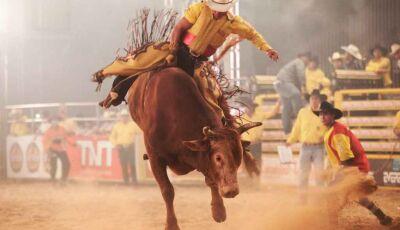 Peão de rodeio segue internado na UTI após levar cabeçada de touro em treinamento em MS