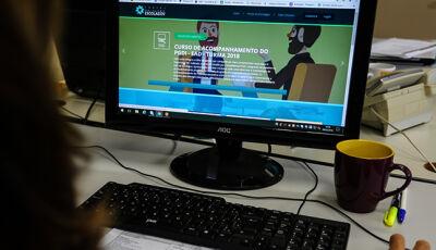Alunos da rede estadual começam a assistir aulas pela TV aberta nesta segunda-feira em MS