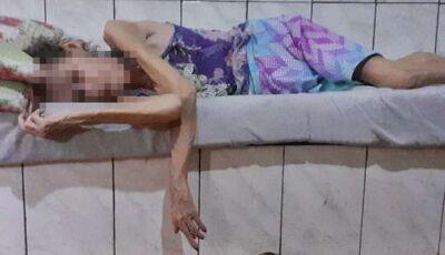 Vizinhos denunciam abandono de idosa, que passa o dia em cima de cama de concreto