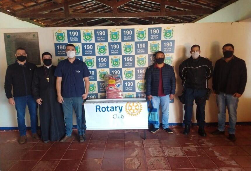O objetivo da visita foi entregar 200 kg de alimentos arrecadados pela PMMS na