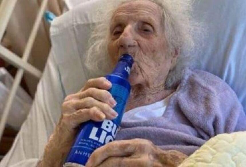 A idosa foi a primeira a testar positivo para o novo coronavírus na casa de repouso em que reside.