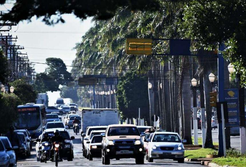 Movimentação nas ruas de Dourados