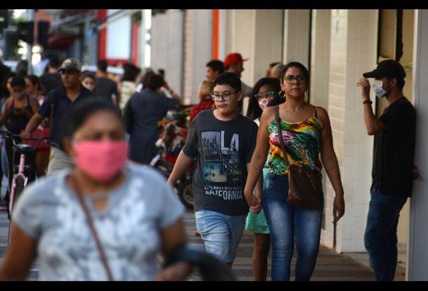 Nas ruas, o uso das máscaras é cada vez menor