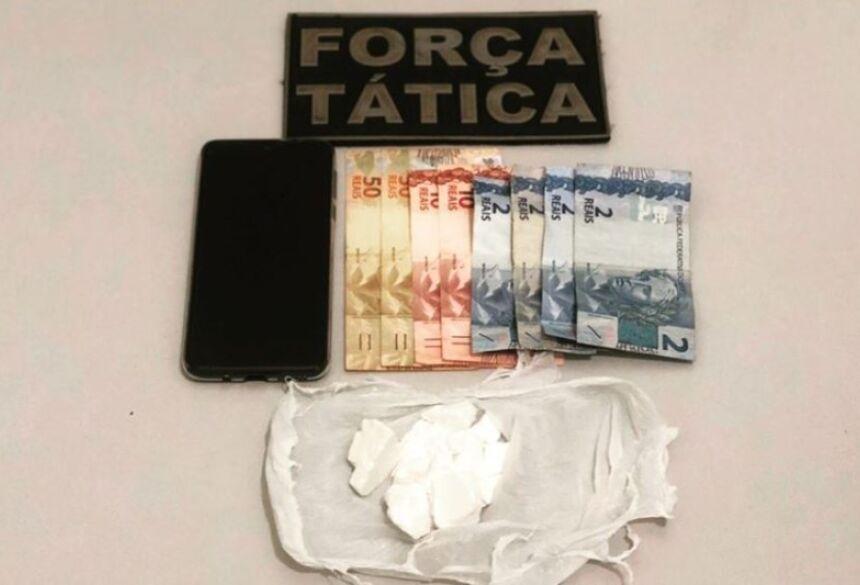 Droga , dinheiro e celular apreendido pela Força Tática