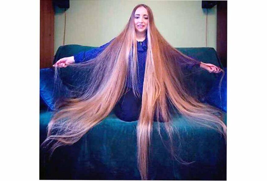 """o segredo do cabelo comprido e sedoso? """"Paciência é a coisa mais importante."""