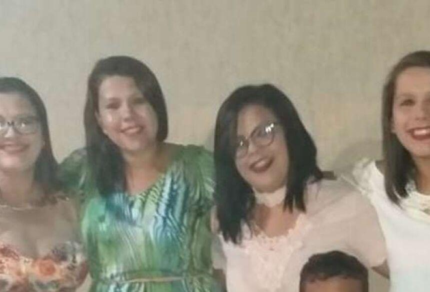 As irmãs Dalylla Lopes, de 27 anos, Talytta, 22, e Samylla, de 21