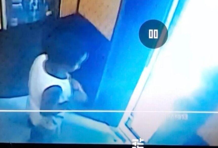 Miguel Otávio foi flagrado sozinho dentro de elevador, antes de cair do 9º andar —
