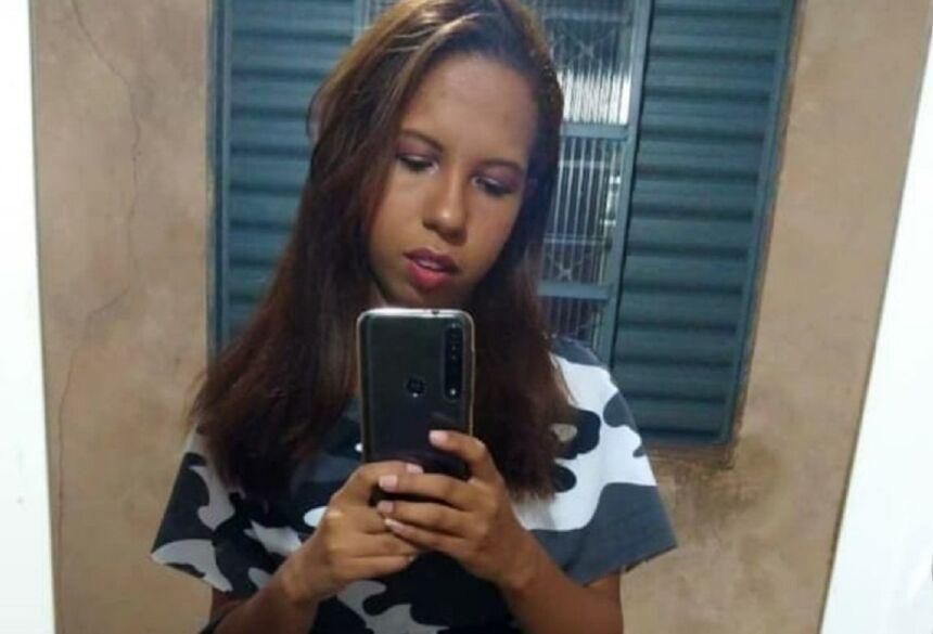 Carla foi levada da frente de casa na noite de terça-feira (30) — Foto: Redes sociais