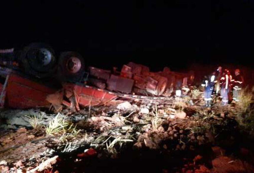 Os corpos estavam presos às ferragens do veículo.
