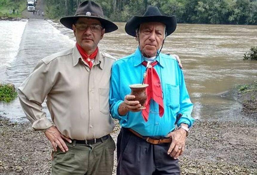 Francisco Padilha e o pai Solon Gonçalves Padilha. —