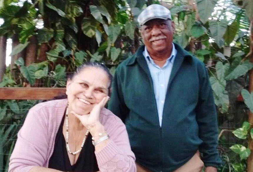 Na foto com a esposa e eterna namorada Nazaré, Natanael partiu no dia 27 de junho.