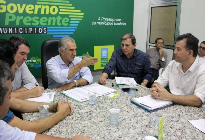 Ainda em Jardim, Riedel irá autorizar a licitação da pavimentação da Vila Angélica, no valor de R$ 10,348 milhões.