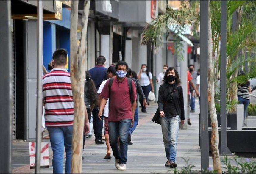 Secretário pede que população continue com medidas de prevenção, como uso de máscaras -
