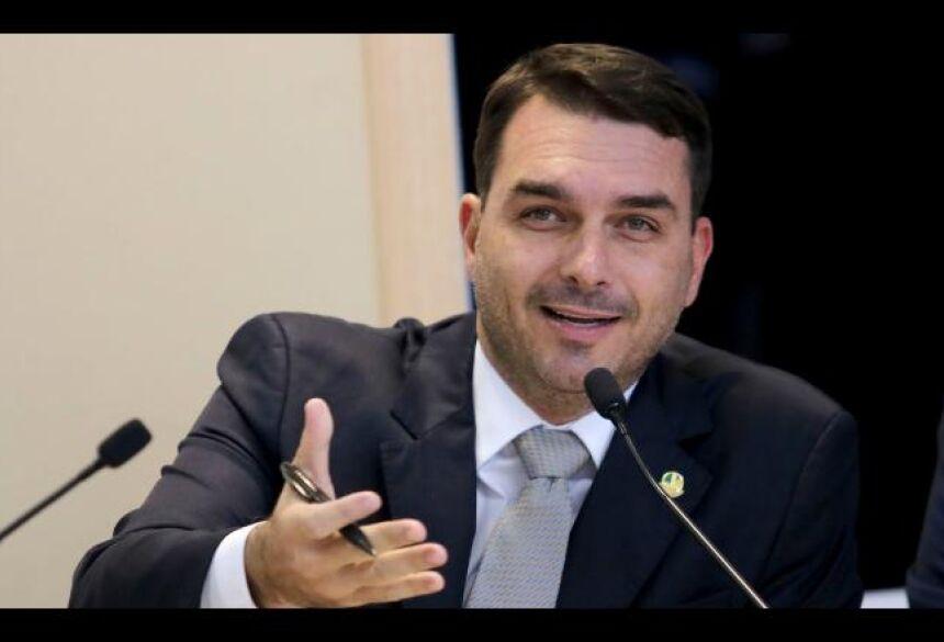 Flávio testa positivo para covid-19 Senador e filho de Bolsonaro -