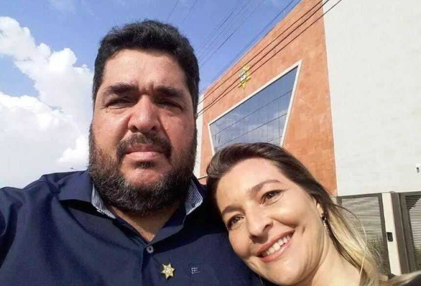 Reginaldo Rosa com a esposa Flávia, em foto de junho de 2019 (Foto: Reprodução/Facebook)