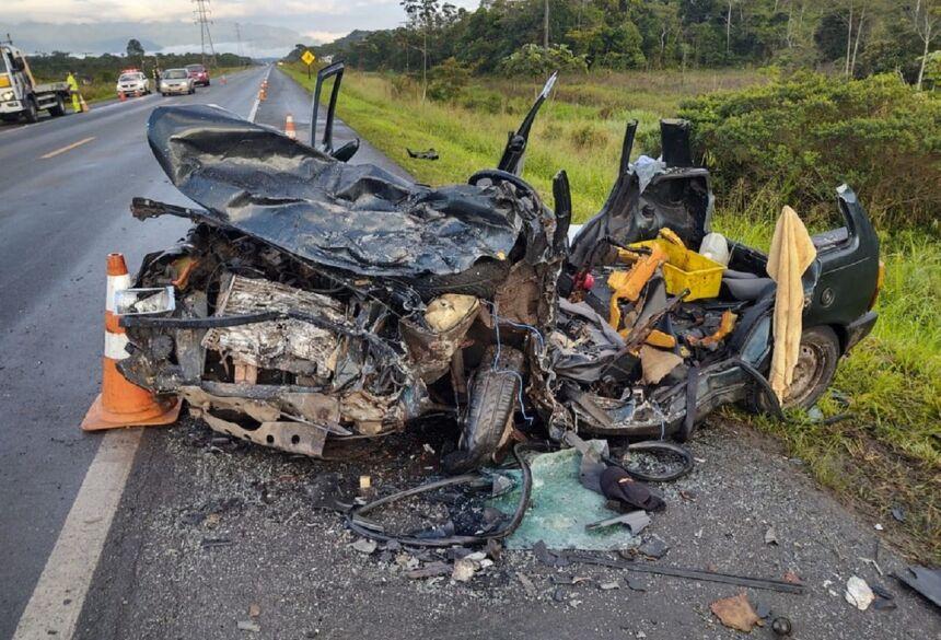 Cinco pessoas que estavam no carro morreram após acidente na rodovia Padre Manoel da Nóbrega, SP —