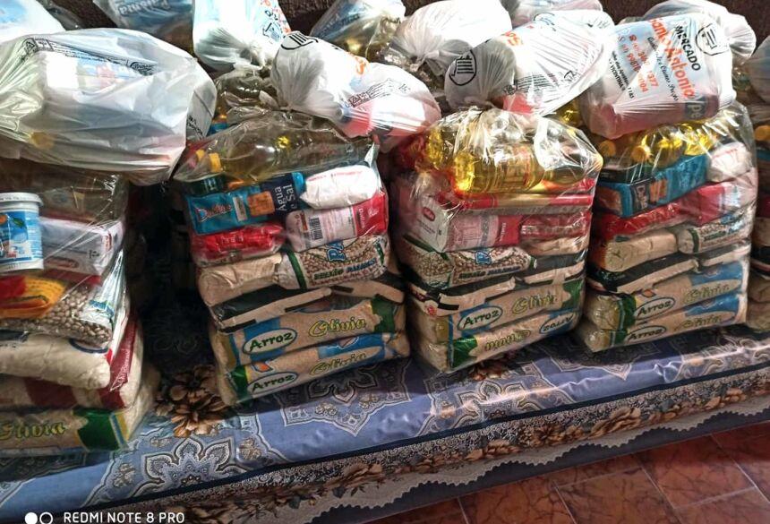 Foram distribuidos mais de 3 toneladas de alimentos