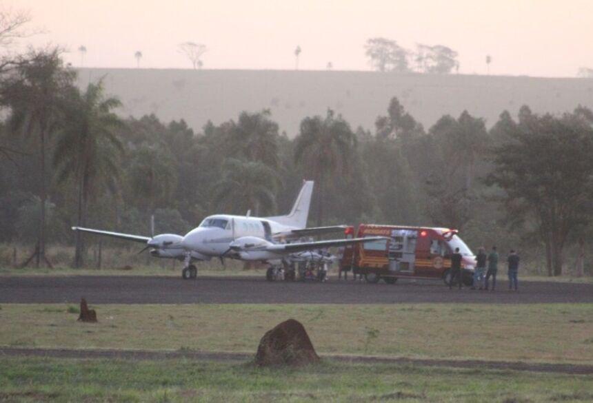 Momento da transferência da viatura para o avião / Imagens: Jornal da Nova