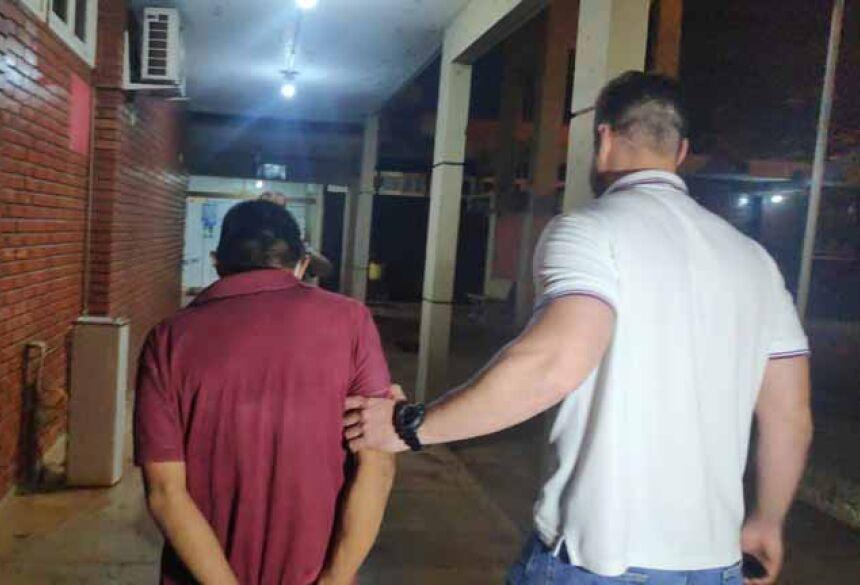 A versão não convenceu a polícia e o homem acabou sendo preso.