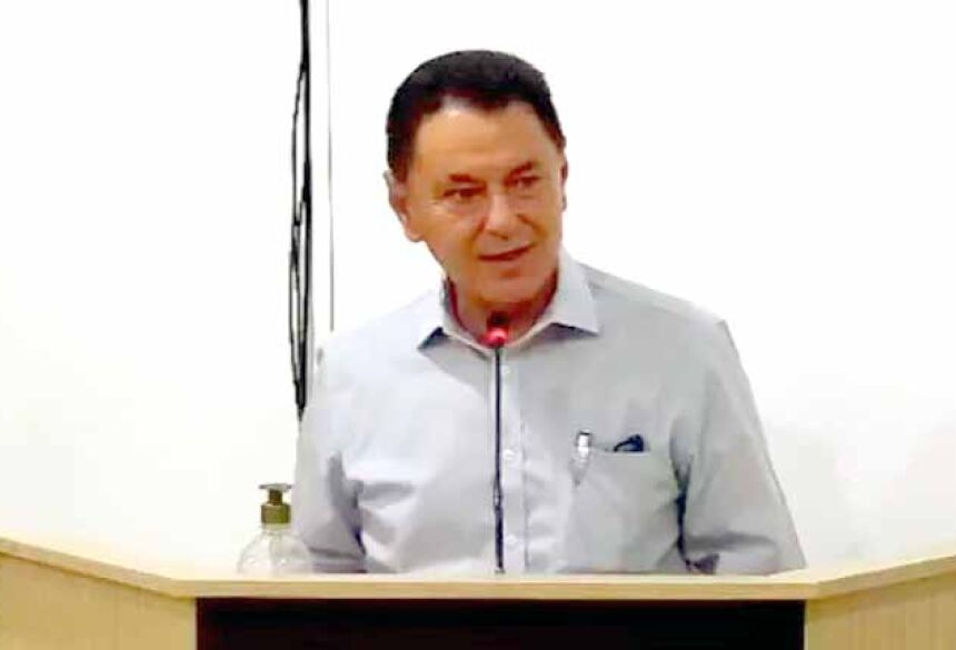 Prefeito de Bandeirantes, Álvaro Urt, durante defesa na Câmara (Foto: Reprodução)