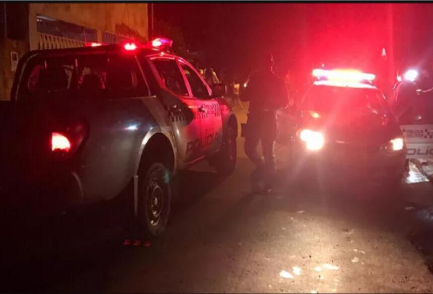 A Polícia Militar foi chamada por vizinhos que escutaram os gritos de pedido de socorro