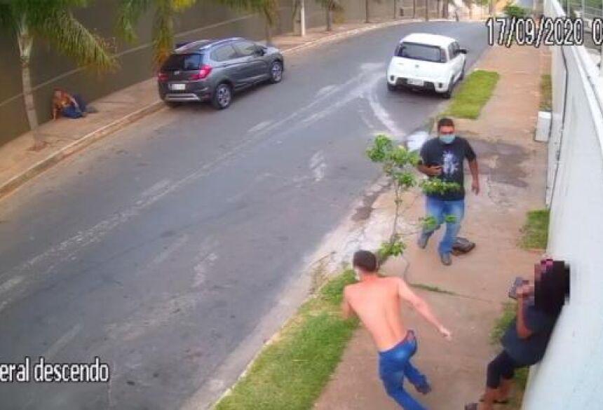 Yan e um comparsa renderam mãe e filha na rua