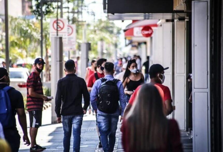 Com novo decreto, circulação de pessoas é permitida até às 23h em Campo Grande.