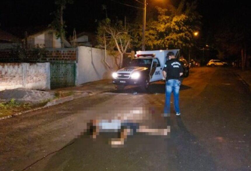 """Jonatan dos Santos, 22 anos, vulgo """"Dimenor"""" foi assassinado com vários tiros de revólver no meio da rua."""