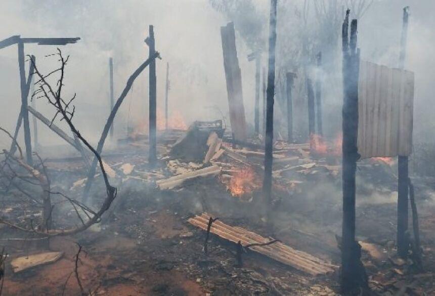 o fogo teria começado no lixão e se alastrou até atingir as moradias