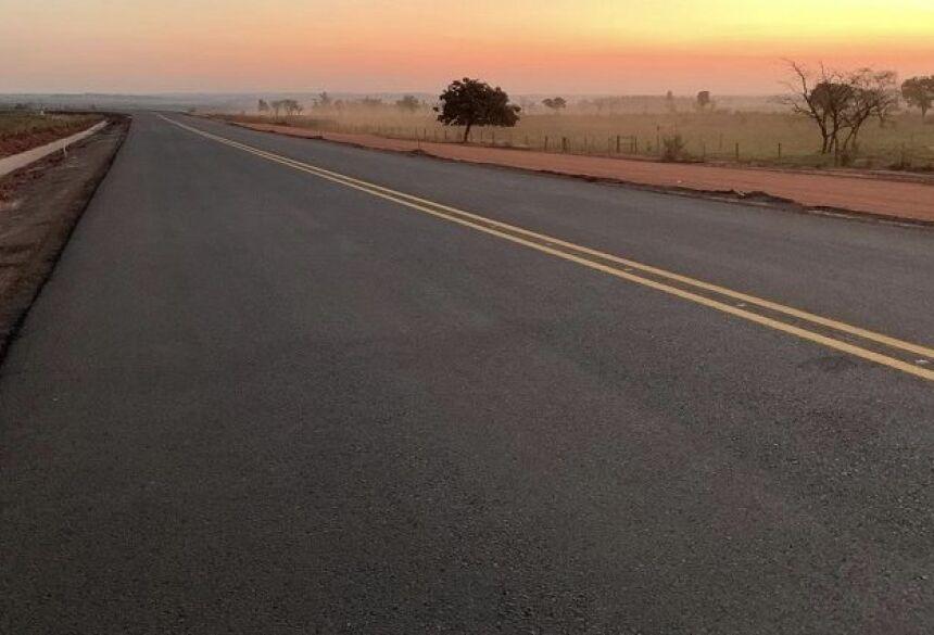 O asfalto começou a mudar o cenário de uma rota importante para pecuaristas e agricultores da região.