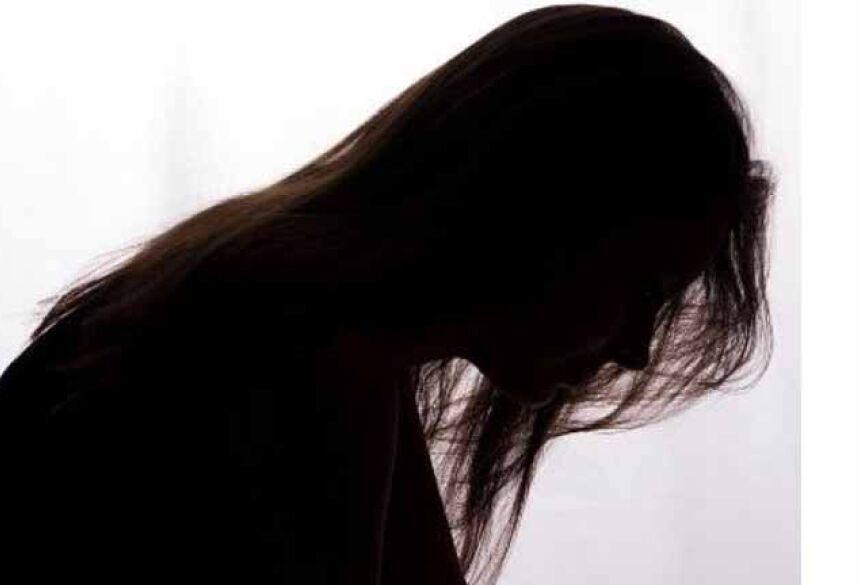 Vítima estava nervosa e chorando quando foi até o Plantão de Atendimento a Vítimas de Violência Doméstica e Sexual de Cuiabá