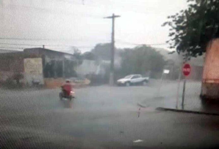 Momento da chuva intensa na segunda feira em Fátima do Sul