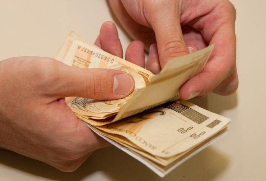 O pagamento dos salários antes do quinto dia útil de cada mês é um compromisso do governador Reinaldo Azambuja.