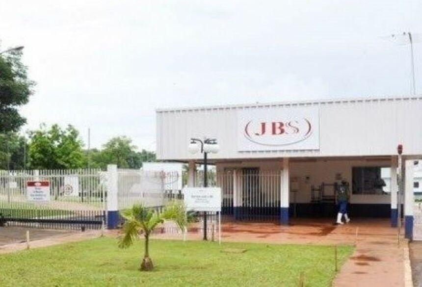 Funcionários entram com ação contra a JBS