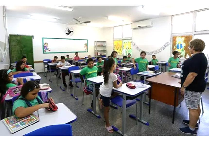 Alunos acompanham aula na Rede Estadual, antes da pandemia (Foto: Divulgação)